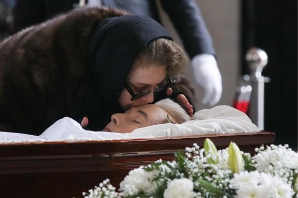 Вдова И. Малашенко Божена Рынска на церемонии прощания с Игорем Малашенко. Фото: Владимир Гердо/ТАСС