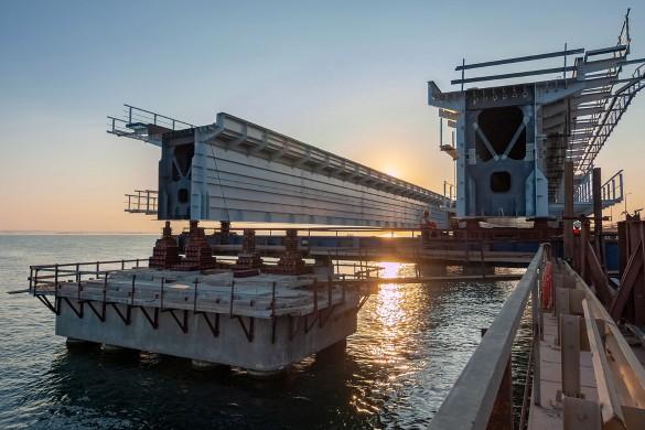 Железная дорога на Крымском мосту будет запущена в конце 2019 года. Фото: most.life