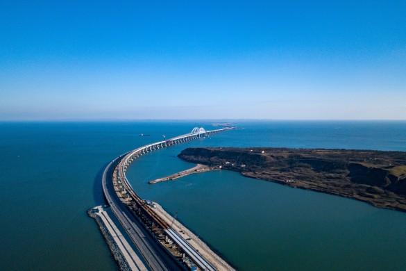 Украинцы с 2014 года предсказывают крушение Крымского моста. Фото: most.life