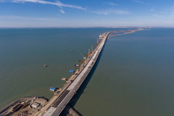 Продолжается строительство железнодорожной части Крымского моста. Фото: most.life