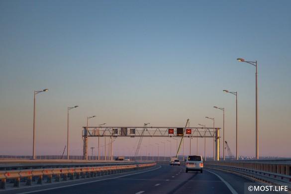 По Крымскому мосту уже проехали сотни тысяч автомобилей. Фото: most.life