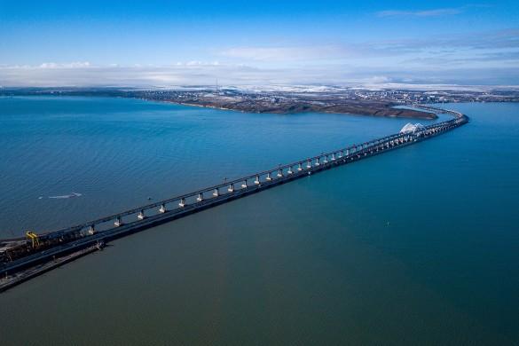 В скором времени по Крымскому мосту поедут поезда. Фото: most.life