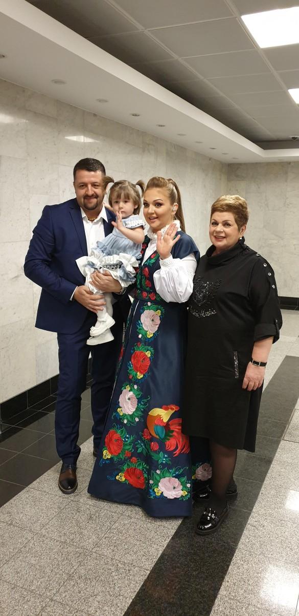 Марина Девятова с cемьей. Фото: пресс-служба.