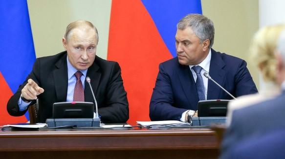 Владимир Путин и Вячеслав Володин. Фото: duma.gov.ru