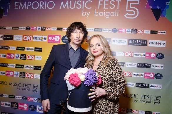 Лариса Долина и Байгали Серкебаев. Фото: пресс-служба