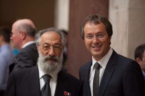 Руслан Байсаров с депутатом ГД Артуром Чилингаровым. Фото: пресс-служба