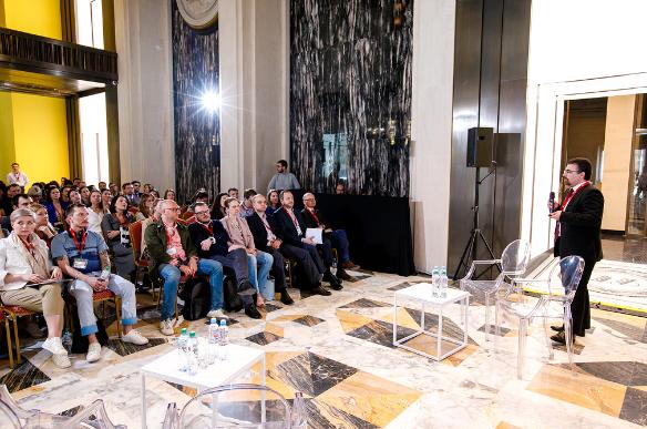 Александр Удодов предоставил место для конференция в ТЦ