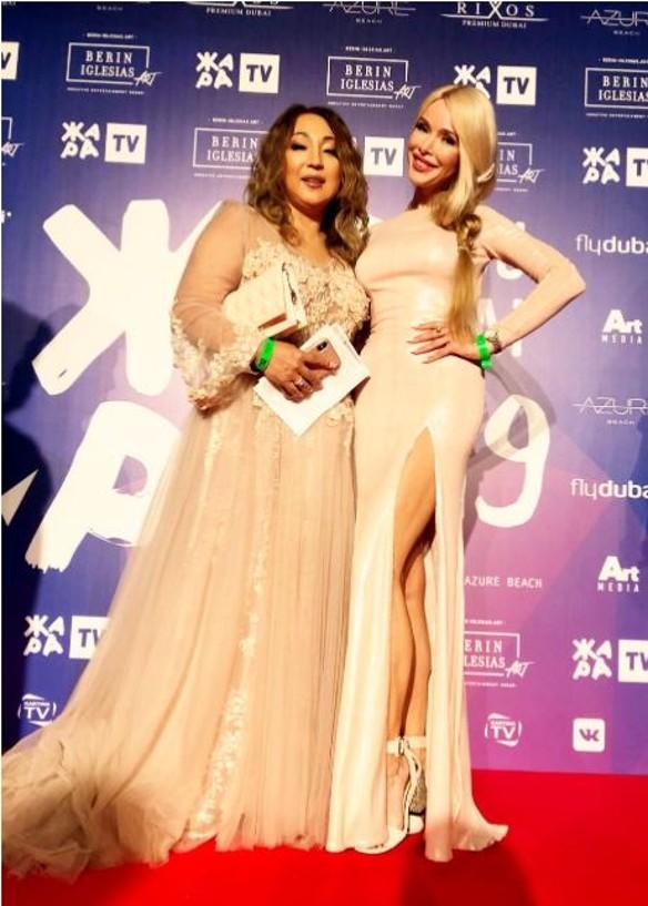 Алена Кравец с подругой. Фото: пресс-служба.