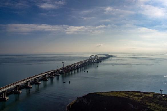 Украинские СМИ не упускают возможности написать гадость про Крымский мост. Фото: most.life