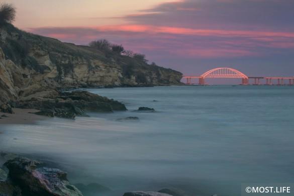 С момента открытия по Крымскому мосту проехали почти пять миллионов автомобилей. Фото: most.life