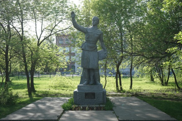 Памятник летчице Марине Расковой. Фото: Пресс-служба губернатора Саратовской области