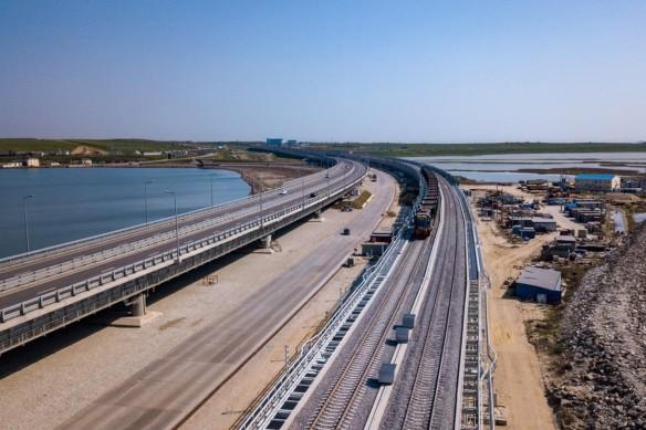 Сейчас завершается строительство железной дороги по Крымскому мосту. Фото: most.life