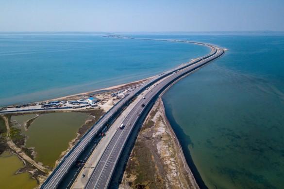 Первые поезда по Крымскому мосту пойдут до конца года. Фото: most.life