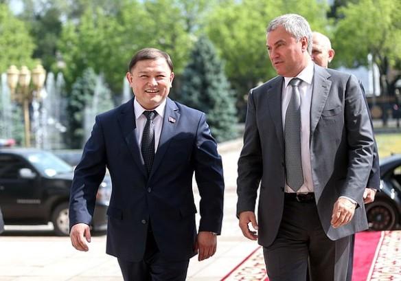 Вячеслав Володин и Дастанбек Джумабеков. Фото: duma.gov.ru