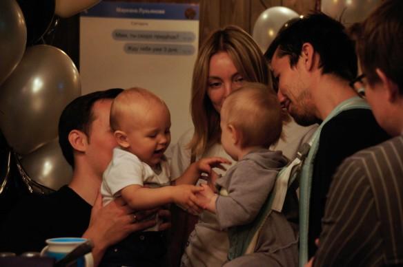 На выставке-презентации Фонда защиты детей и мам. Фото: Пресс-служба