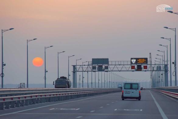 Люди активно пользуются Крымским мостом. Фото: most.life