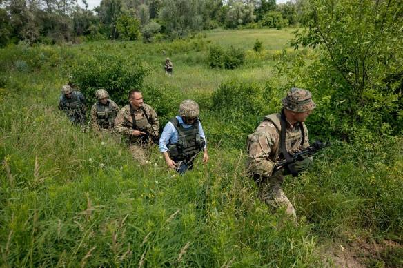 При Владимире Зеленском война в Донбассе продолжается. Фото: www.globallookpress.com