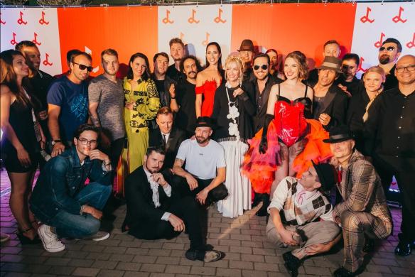 На фестивале звезды становятся одной большой семьей. Фото: Пресс-служба
