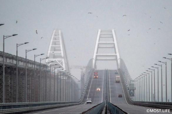 Скоро на Крымском мосту откроется железная дорога. Фото: most.life