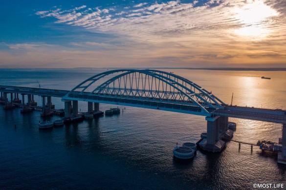 На Украине грозились уничтожить Крымский мост. Фото: most.life