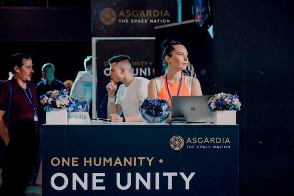 За время выставки к первому космическому государству Асгардия присоединились более 30 человек. Фото: ©Сайт холдинга «Социум»