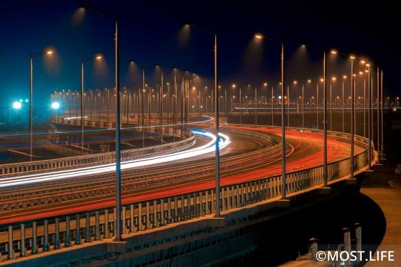 Билеты на поезда через Крымский мост можно будет купить с сентября. Фото: most.life