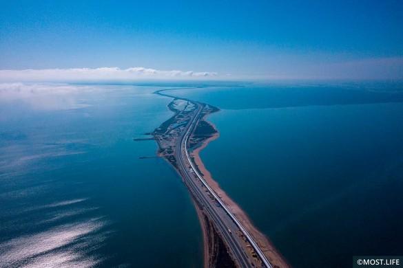 По Крымскому мосту проехали более пяти миллионов автомобилей. Фото: most.life