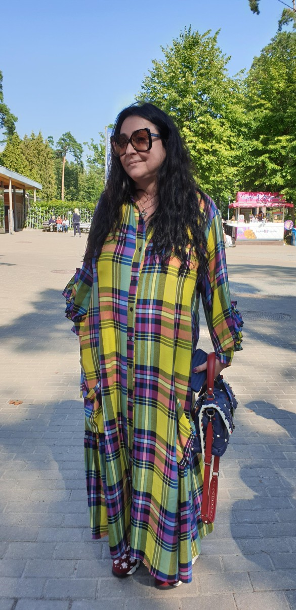 Лолита на прогулке по Юрмале. Фото: Дни.ру/Феликс Грозданов