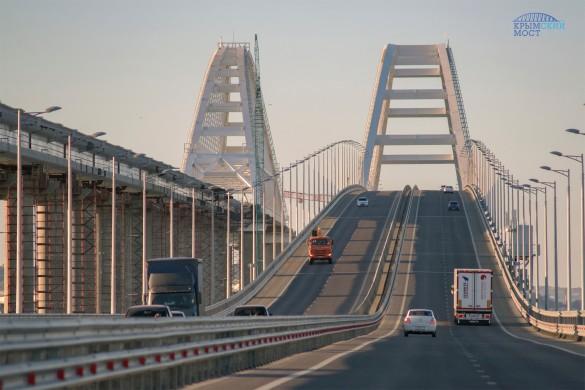 Украинцы указывают на опасность Крымского моста. Фото:most.life/multimedia