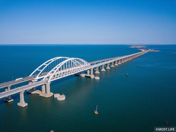 Железная дорога по Крымскому мосту откроется в конце года. Фото:most.life/multimedia