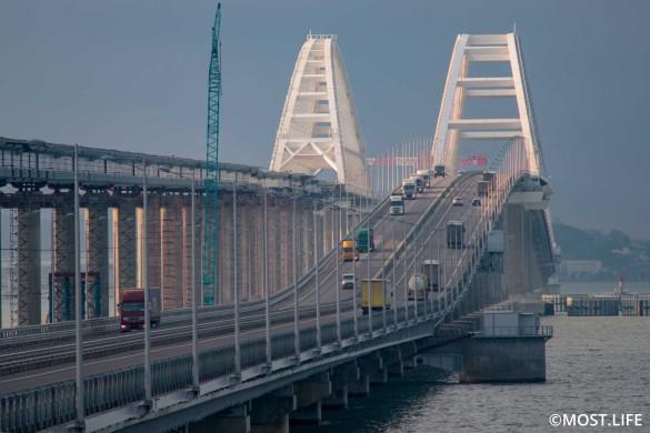 Украинцы не могут смириться со строительством Крымского моста. Фото: most.life/multimedia
