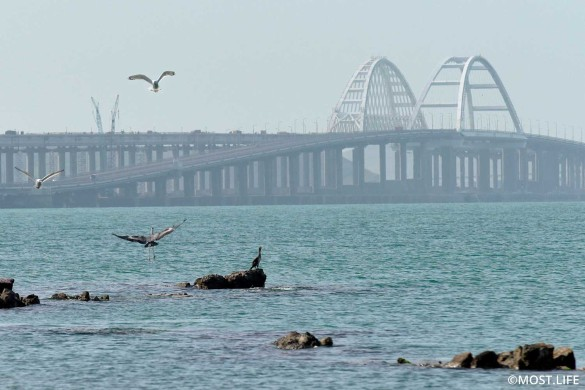 На Украине неоднократно грозились повредить Крымский мост. Фото: most.life