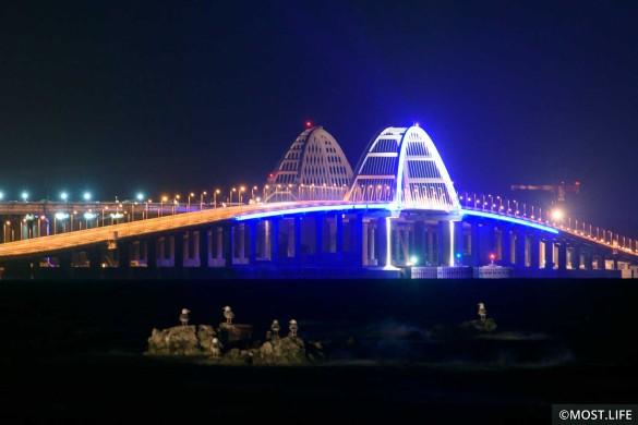 Рекорд Крымского моста – 36 тысяч автомобилей в сутки. Фото: most.life