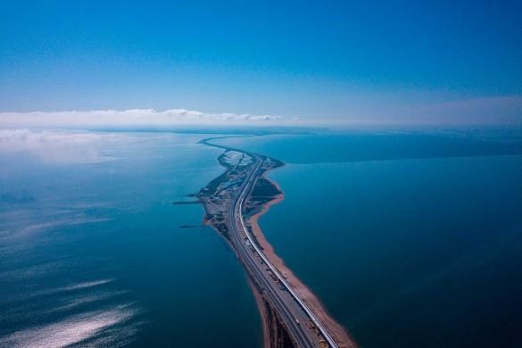Россияне ждут железную дорогу по Крымскому мосту. Фото: most.life