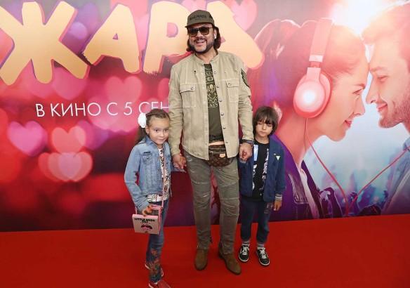 Филипп Киркоров и его дети Алла-Виктория (слева) и Мартин (справа). Фото: Александр Щербак/ТАСС