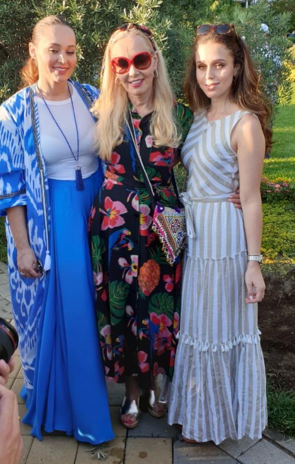 Нелли Кобзон с дочерью Натальей и внучкой Мишель. Фото: Дни.ру