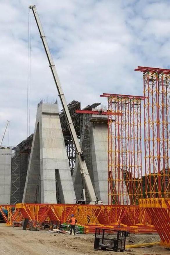 Компания Руслана Байсарова строит виадук с высотой опор в 24 метра. Фото: Пресс-служба