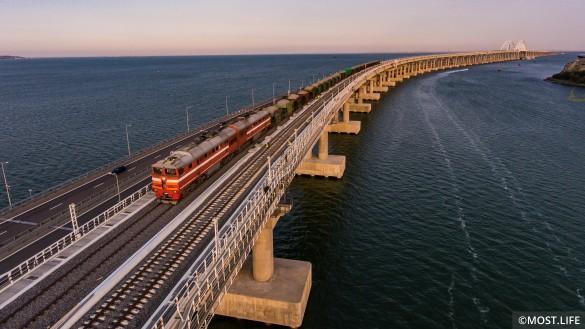Железная дорога на Крымском мосту. Фото: most.life/multimedia