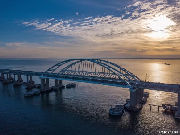Скоро по Крымскому мосту поедут поезда. Фото:most.life/multimedia