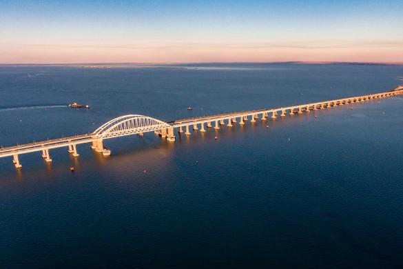 Крымский мост связывает полуостров с Кубанью. Фото: most.life