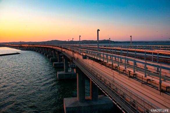 Крымский мост соединяет полуостров с Кубанью. Фото: most.life