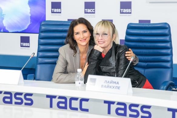 Елена Север и Лайма Вайкуле. Фото: Пресс-служба