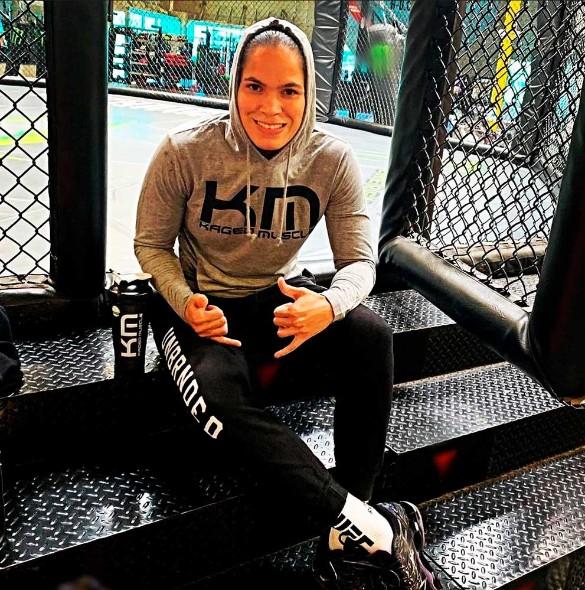 В Сети появилось провокационное фото бразильского бойца смешанного стиля (MMA) Аманды Нуньес.