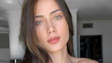 Джорджина работает моделью для крупных и знаменитых брендов, таких как Pretty Little Thing, Fashion Nova.