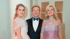 Александр Малини, его дочь Устинья (слева) и супруга Эмма (справа). Фото: Вячеслав Прокофьев/ТАСС