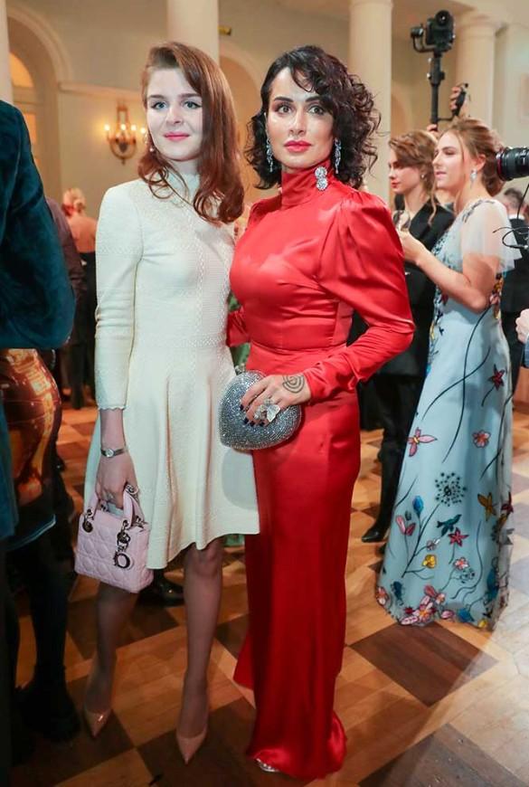 Тинатин Канделаки и ее дочь Мелания Кондрахина. Фото: Вячеслав Прокофьев/ТАСС