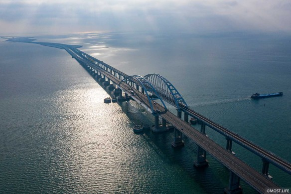 Крымский мост нервирует украинцев. Фото: most.life/multimedia