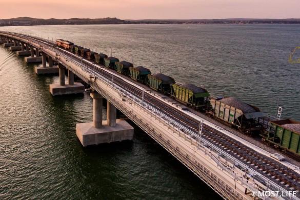 Крымский мост протянулся на 19 километров. Фото: most.life