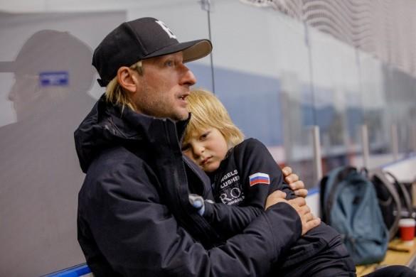 Евгений Плющенко с сыном. Фото: Пресс-служба