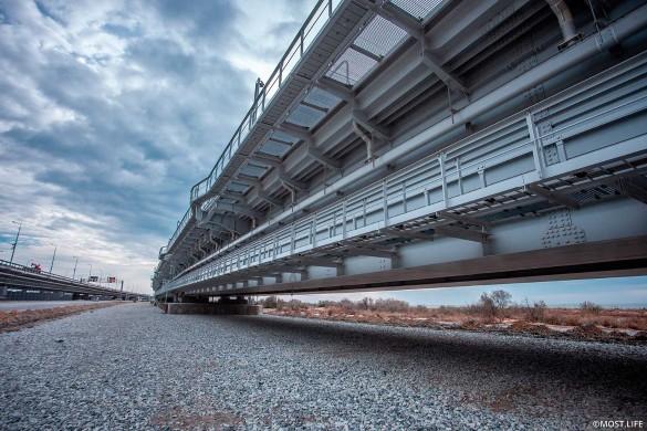 На Крымском мосту запускают движение поездов. Фото: most.life